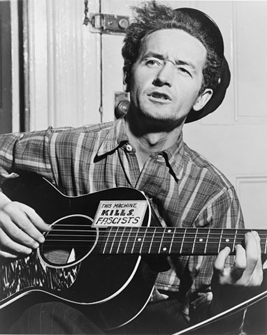 Woody Guthrie (Commons PD)