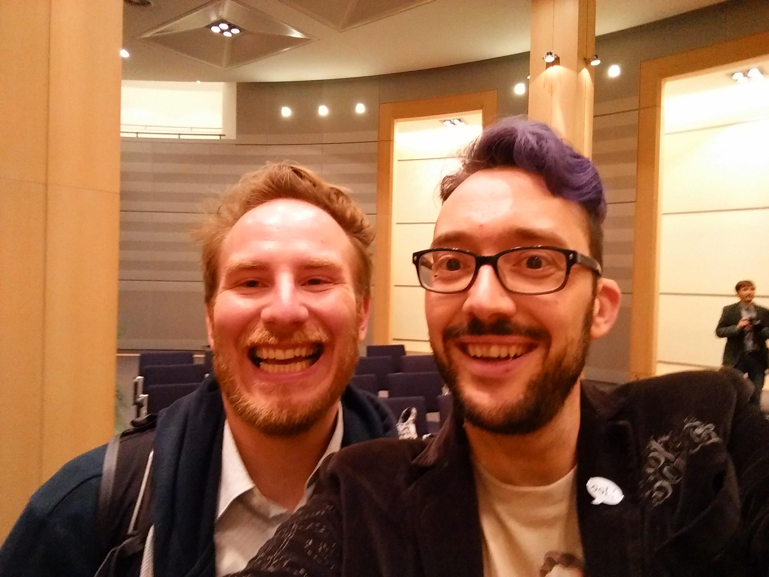 Neil et Pouhiou, des auteurs très à l'aise avec les selfies.