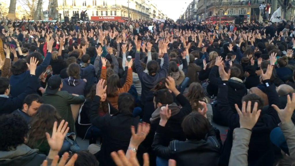 Séance de vote à Nuit Debout