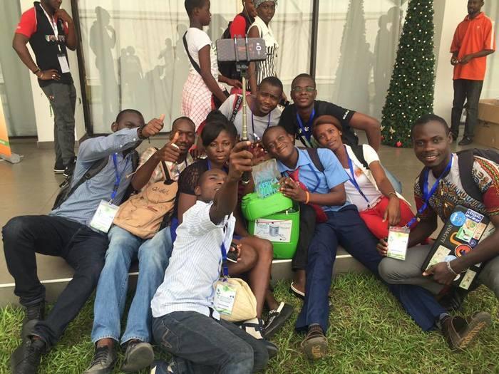 Jerry fonctionnant sous Emmabuntüs qui a permis à l'Ayiyikôh FabLab obtenir le prix de la meilleure application à l'Africa Web Festival 2015 avec l'application Gbame qui donne l'itinéraire des bus à Abidjan