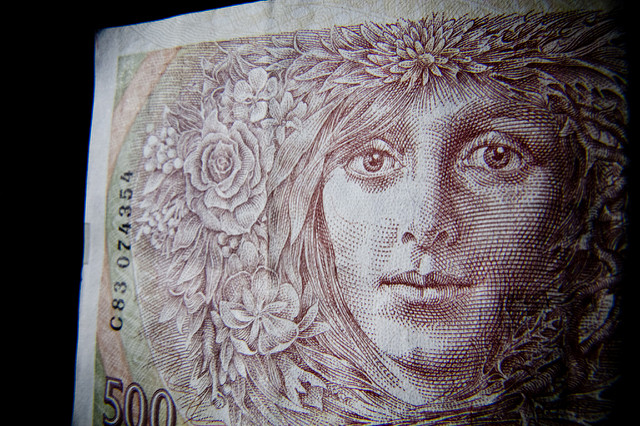 eye-larger-banknote