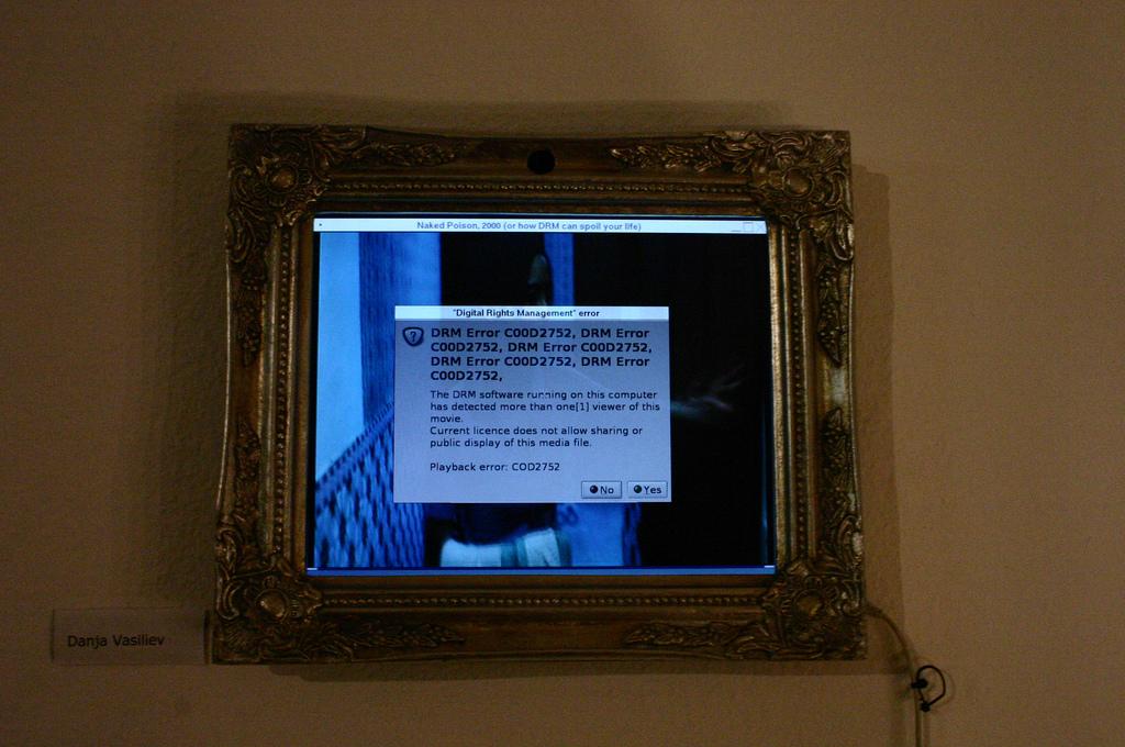 cadre de tableau classique autour d'un écran windows affichant un message de tentative de transgression des DRM