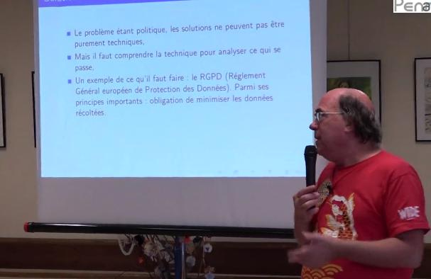 Bortzmeyer explique au cours d'une conférence Web et vie privée à Quimper.