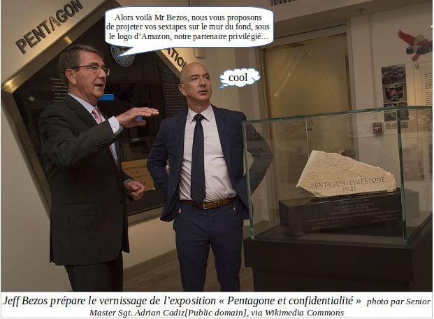Quelqu'un du Pentagone dit à Bezos : Alors voilà Mr Bezos, nous vous proposons de projeter vos sextapes sur le mur du fond, sous le logo d'Amazon, notre partenaire privilégié... Bezos : Cool... Légende : Jeff Bezos prépare le vernissage de l'exposition Pentagone et Confidentialité - Photo par Senior Master Sgt Adrian Cadiz (public domain) via Wikimedia Commons