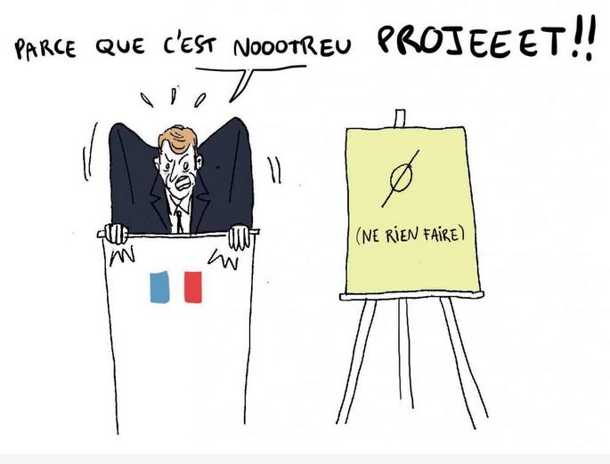 Quelqu'un à une tribune avec le drapeau français : parce que c'est notreeeeuu projet ! Devant : un panneau 'ne rien faire'