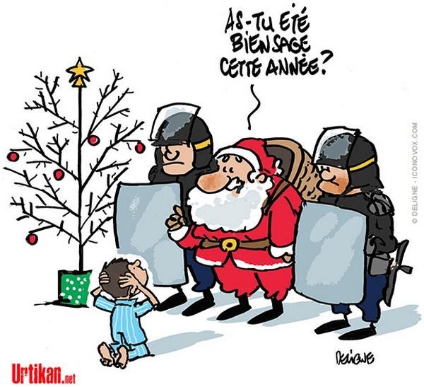 le Père Noël, encadré de deux forces de l'ordre, à un gamin à genoux les mains sur la tête : as-tu été bien sage cette année ?