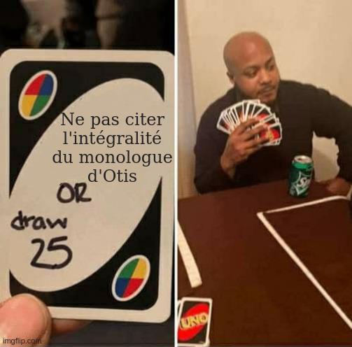 Une photo d'une carte de Uno dont la règle a été changée en « Ne pas citer l'intégralité du monologue d'Otis ou tirer 25 cartes», sur la photo d'à côté on voit un joueur avec beaucoup de cartes en main